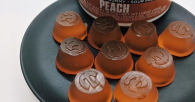 peach gummies by incredibles from gti edible review by upinsmokesession