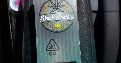 cannabis distillate cartridge by skunk feather vape review by sjweedreview