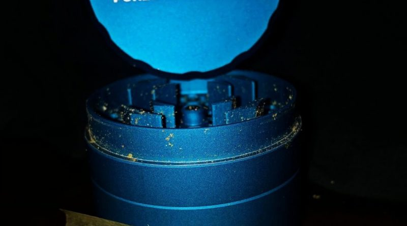 grinder by roor smoking accessory review by shanchyrls
