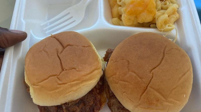 infused mac n cheese and pulled pork sliders by bdizzbakes edible review by sjweed.review